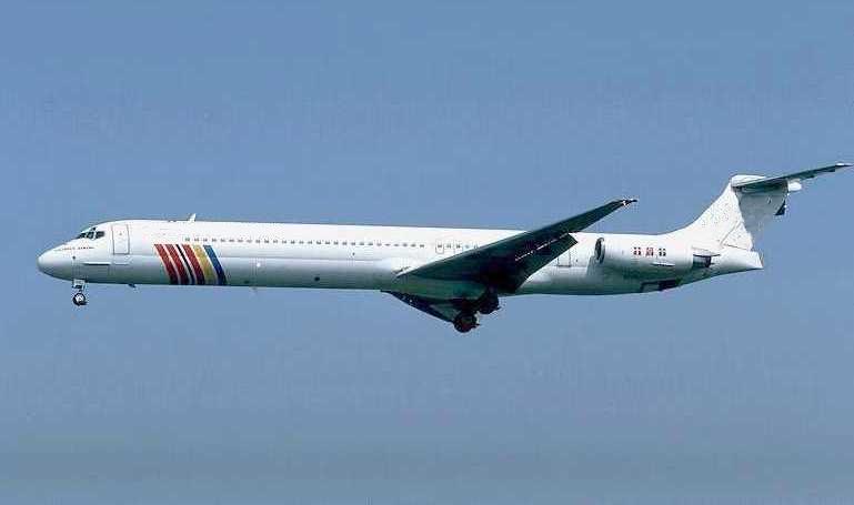 inchirieri-avioane-boeing-MD83